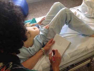 Juan Ibáñez visita el hospital Clínico de Valencia