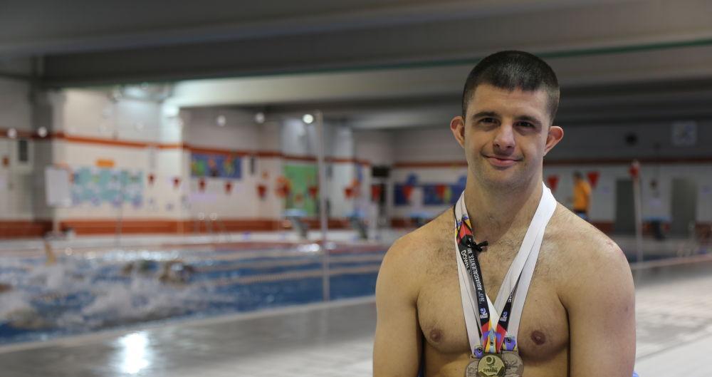 Carlos, campeón del mundo de natación en la categoría de síndrome de down