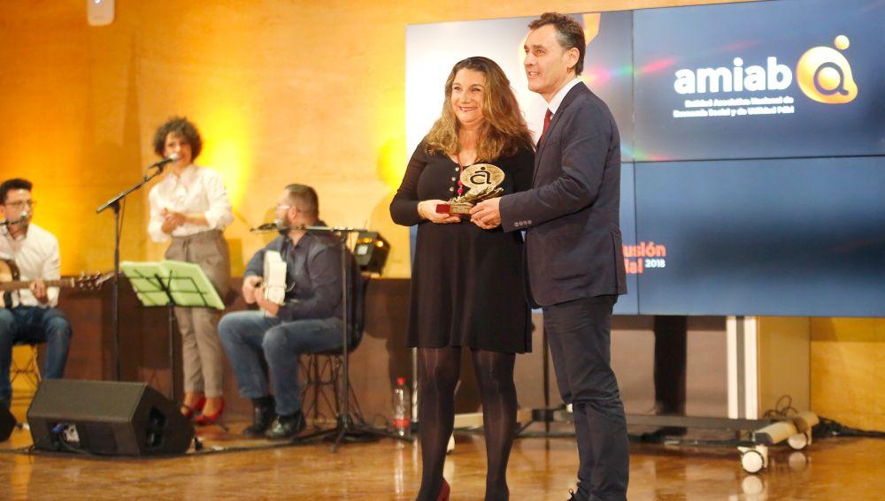 Gracia de Miguel recoge el premio 'Entidad comprometida'
