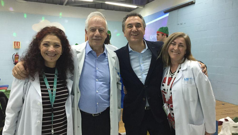 Roberto Braseo anima la fiesta de Navidad del hospital La Paz