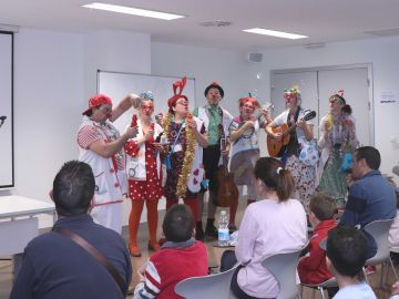 El Orfeón Universitario y la fiesta organizada por Payasospital marcan la jornada navideña en el Hospital La Fe
