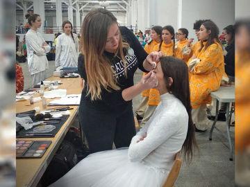 Alumnos de FP realizan el maquillaje y peluquería de la Cabalgata de Barcelona