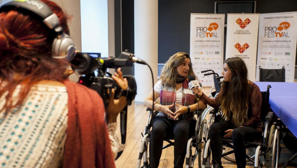 Gracia de Miguel (en el centro de la fotografía), durante una jornada de sensibilización en el Festival.