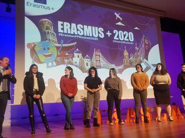 Entrega de beca ERASMUS+