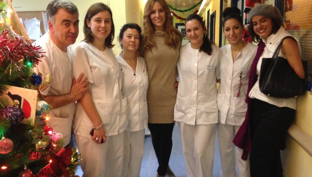 Edurne visita a los niños del Hospital Niño Jesús