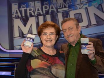 Beatriz Carbajal y Luis Varela en Atrapa un Millón, especial Una escuela, una vida