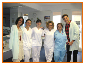 Xuso Jones, canta y encanta a niños y mayores en el hospital  Parc Taulí de Sabadell