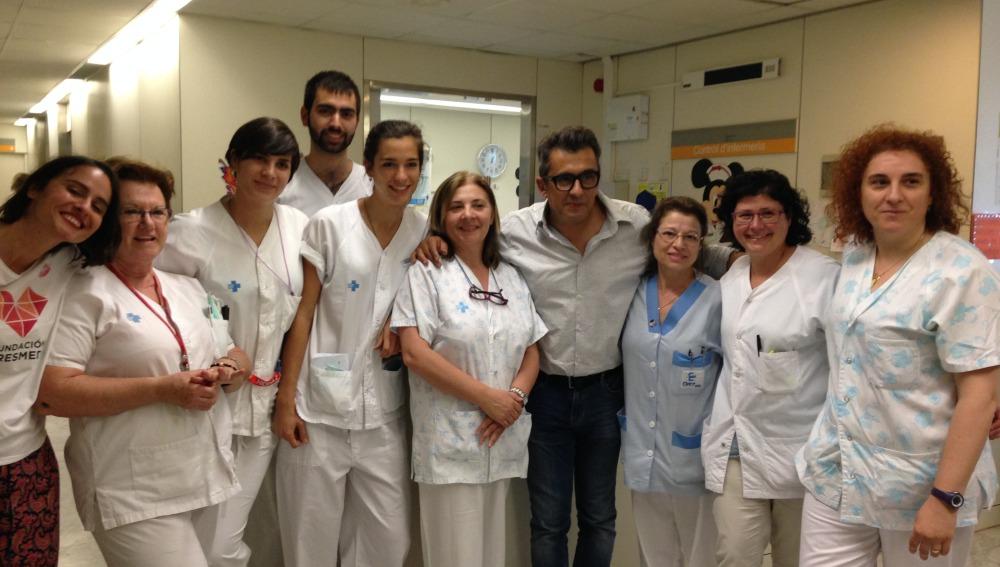Andreu Buenafuente reparte besos a los niños del H. Vall D' Hebrón en el Día del Niño Hospitalizado