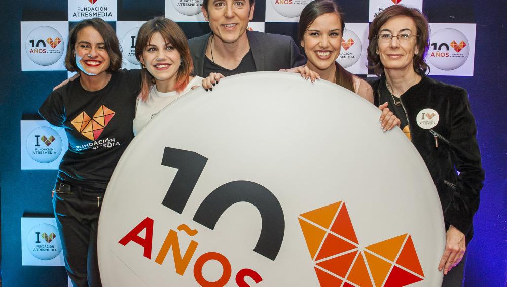 Lary León, coordinadora de Proyectos y Contenidos de la Fundación Atresmedia, Angy, Manel Fuentes, Roko, y Carmen Bieger, directora de la Fundación Atresmedia