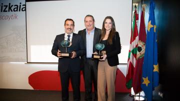 Josebi Hernández (MAPFRE), Agustín Calvo (Fundación IKASLAN) y Andrea Morato (Fundación ATRESMEDIA)