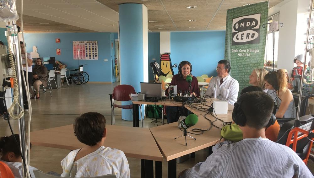 Onda Cero comparte una jornada de radio con los niños ingresados