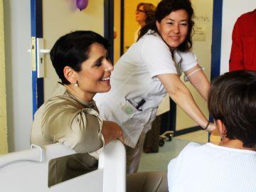 Rosa López visita el Hospital Niño Jesús de Madrid