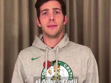 Sergi Roberto apoya la campaña 'Borremos el dolor infantil'