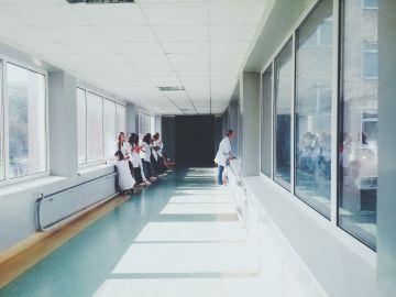 Música en Vena, una asociación que trata de humanizar la estancia hospitalaria introduciendo la música en directo
