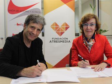 Iñaki Guevara, secretario general de la Unión de Actores y Actrices y Carmen Bieger, directora de la Fundación ATRESMEDIA
