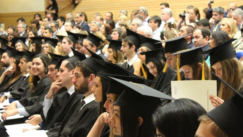 Estudiantes finalizan la formación Comex y Ditec de Dualiza Bankia