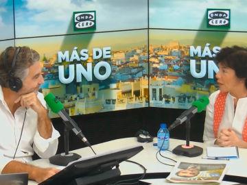 Isabel Celaá durante la entrevista en Más de uno con Carlos Alsina