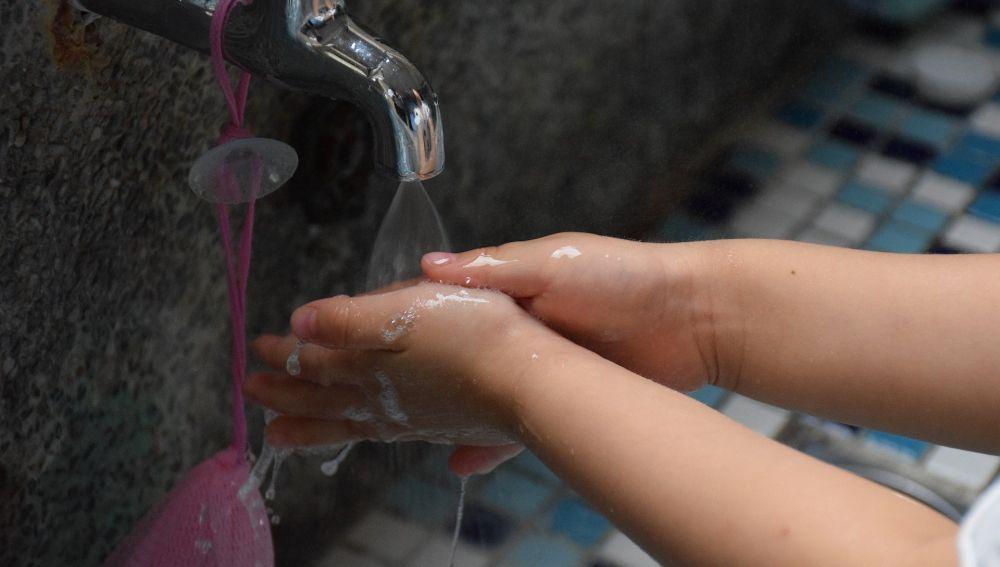 Es importante enseñarles a lavarse bien las manos