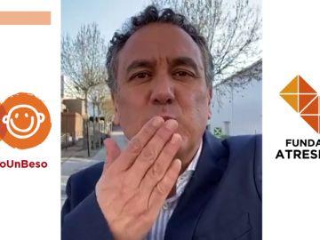 Roberto Brasero se une al lanzamiento masivo de besos