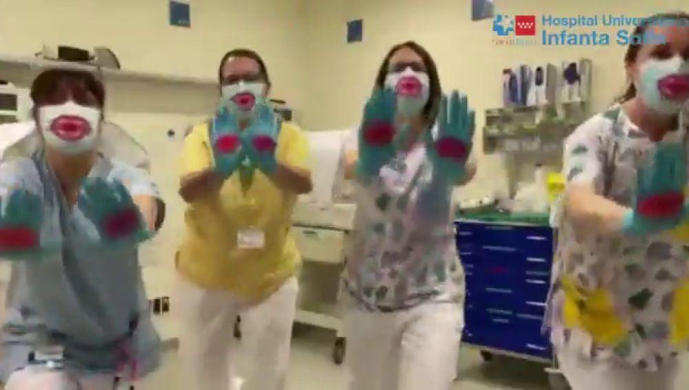 Una coreografía llena de besos desde el Hospital Infanta Sofía